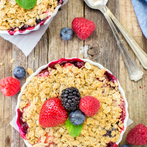 Easy Mixed Berry Crisp