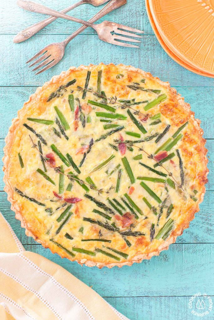 Quiche tart with asparagus and leek
