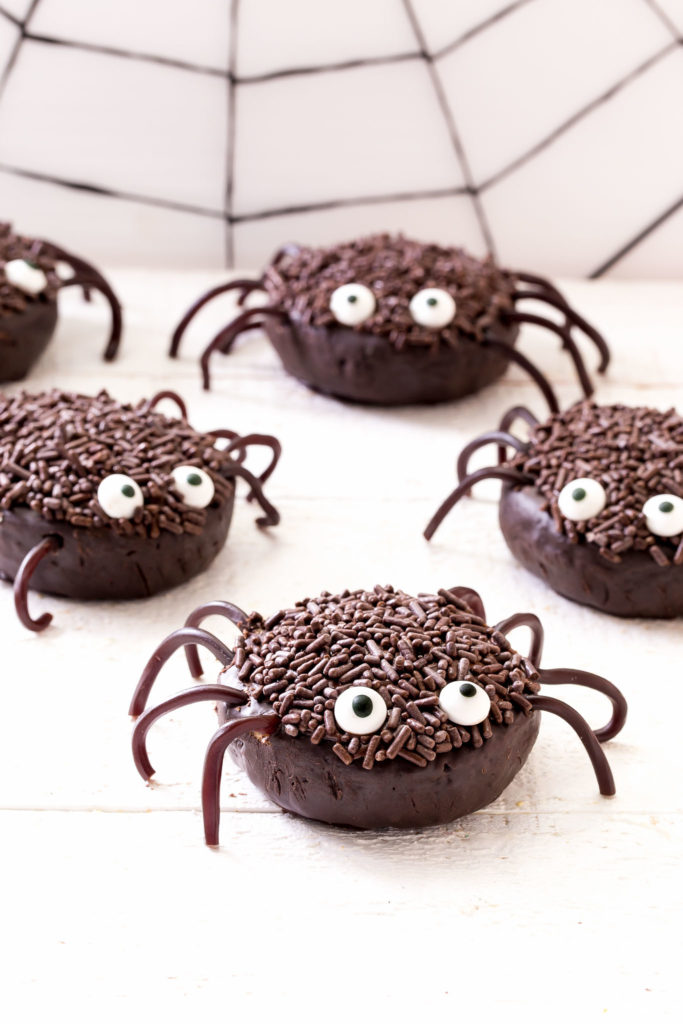 5 mini chocolate spiders