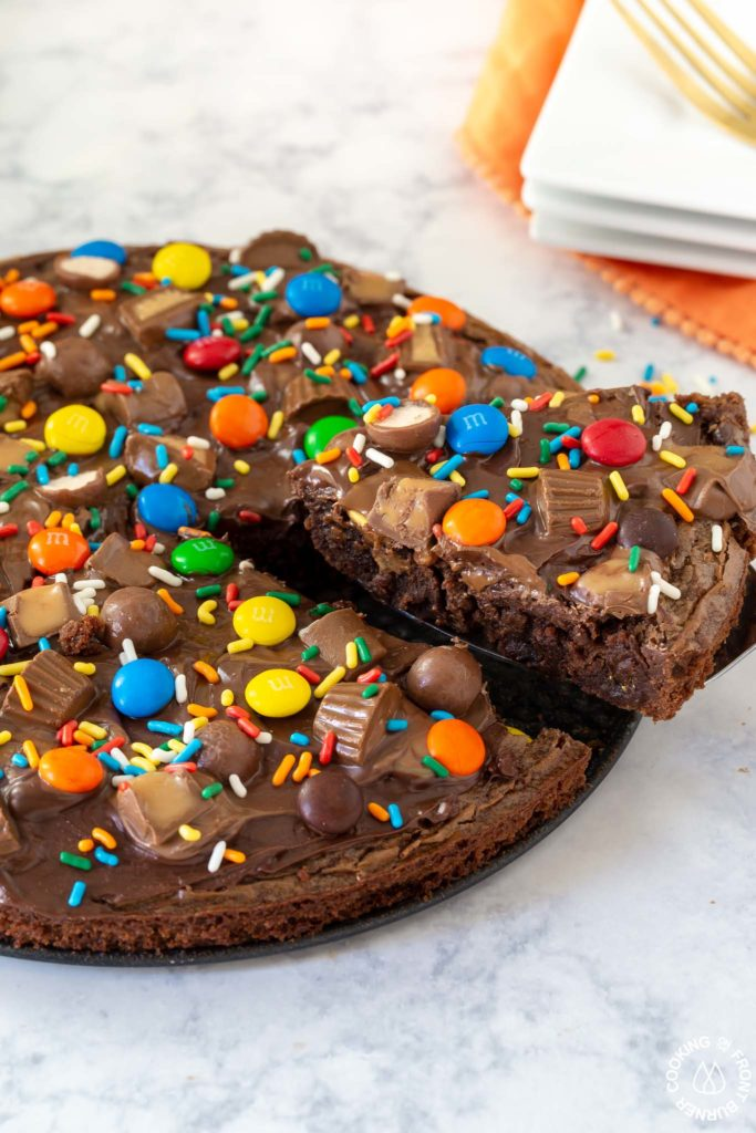 cutting a slice out of brownie pizza